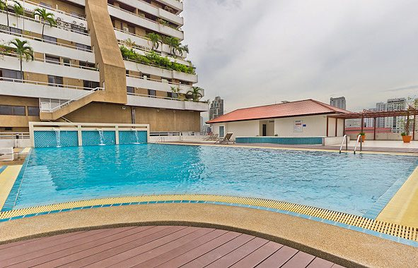 sukhumvit-living-town-swimming-pool